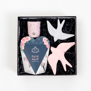 Gift Box . Presentes para Ela . Sabonete Coração Essências de Portugal . Andorinhas de Ceramica - Alegre Portuguesa